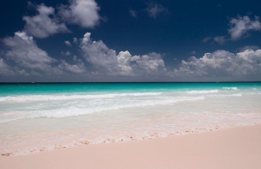 Пляж С Розовым Песком (Остров Харбор, Багамы)